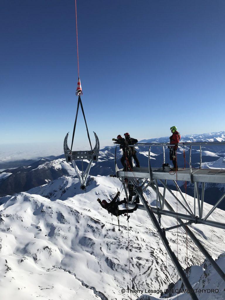 Mécamont Hydro à l'oeuvre sur le Ponton dans le Ciel au Pic du Midi de Bigorre