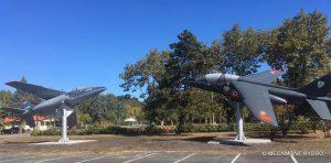 Les deux Alphajet sur leurs supports à la base aérienne de Cazaux (33)