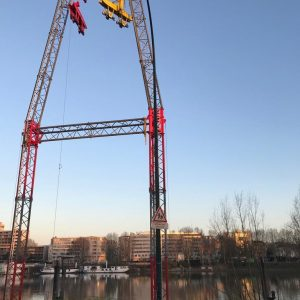 Installation du pylône P3  - téléphérique de chantier à Clichy la Garenne